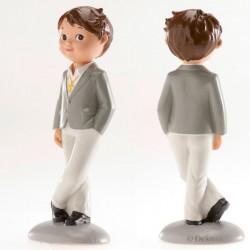 Figurine première communion, figurine petit garçon brun habits chics, figurine garçon brun, figurine garçon chic